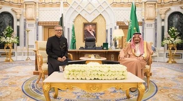 العاهل السعودي الملك سلمن والرئيس الباكستاني علوي (واس)