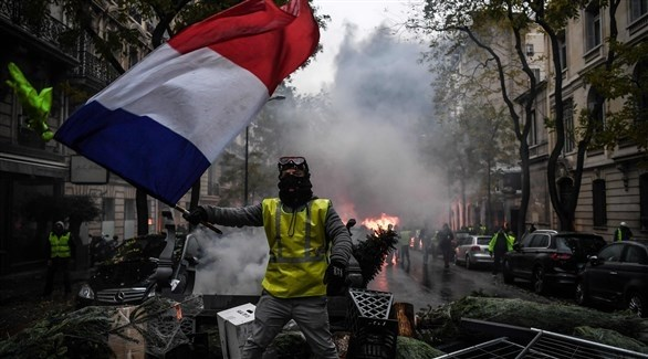 متظاهرون من السترات الصفراء في شوارع باريس (أ ف ب)