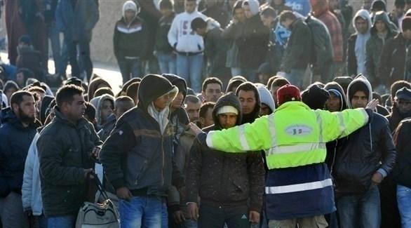 اعتقال قادمين من تونس بعد وصولهم بالقوارب إلى جزيرة لامبيدوزا الإيطالية (إ ب أ)
