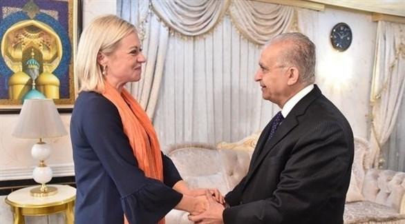 وزير الخارجية العراقي محمد الحكيم والممثل الخاص لأمين عام الأمم المتحدة جينين بلاسخارت (تويتر)