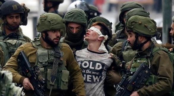 قوات الاحتلال تعتقل طفلاً فلسطينياً في الضفة الغربية (أرشيف)