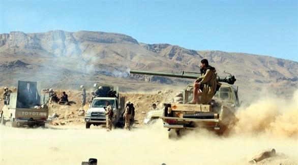 جنود من الجيش اليمني يقصفون مواقع حوثية (أرشيف)