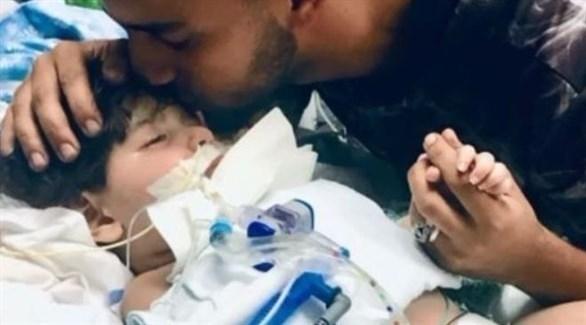 الطفل اليمني عبدالله ووالده (بي بي سي)