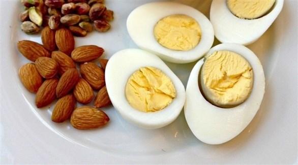 البيض والمكسرات أطعمة صحية للإفطار (أرشيفية)