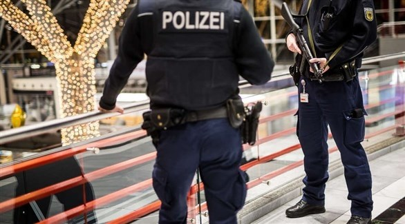 عناصر أمنية في مطار شتوتغارت الألماني (أرشيف)