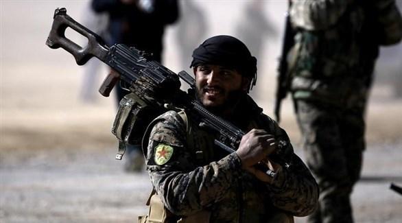 مقاتل في صفوف قوات سوريا الديمقراطية (أرشيف)