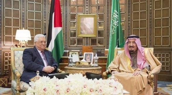 العاهل السعودي الملك سلمان والرئيس الفلسطيني عباس (أرشيف)