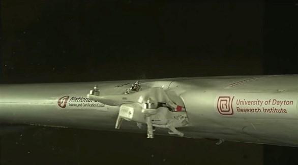 محاكاة لاصطدام درون بجناح طائرة (ديلي ميل)