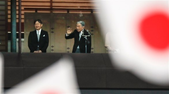 امبراطور اليابان أكيهيتو ولي عهده الأمير أكيشينو (اي بي ايه)