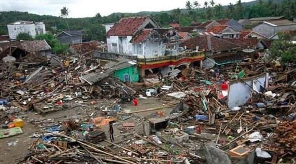 الدمار في منطقة كاريتا السياحية بأندونيسيا بعد تسونامي (أ ب)