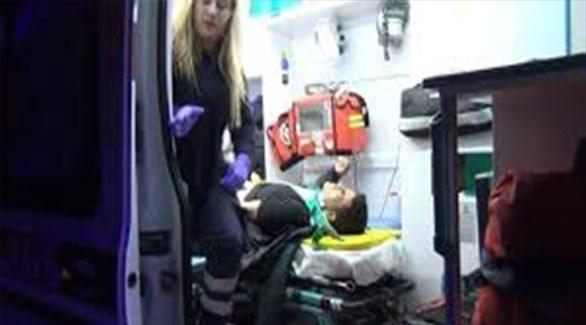 سيارة إسعاف تنقل مصاباً كردياً في تركيا (زمان التركية)
