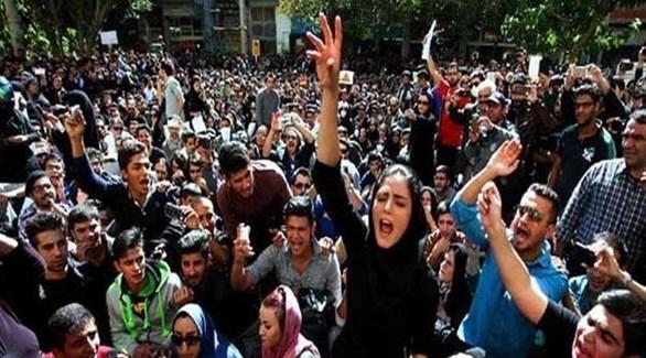 محتجون إيرانيون على غلاء المعيشة في طهران (أرشيف)