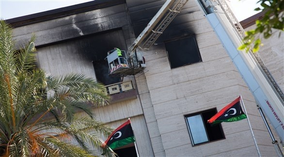 جانب من آثار الهجوم على وزارة الخارجية الليبية (اي بي ايه)