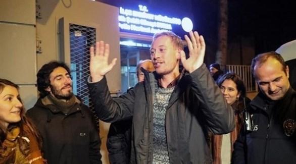 الطالب النمساوي زيرنغاست بعد إطلاق سراحه (تويتر)
