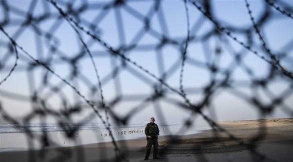 عنصر أمني عند الحدود الأمريكية مع المكسيك (أرشيف)
