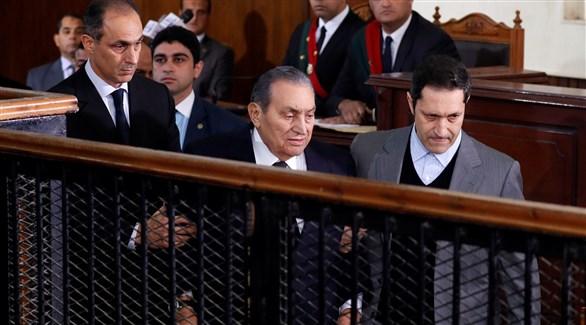 وصول الرئيس المصري الأسبق محمد حسنى مبارك إلى المحكمة (تويتر)