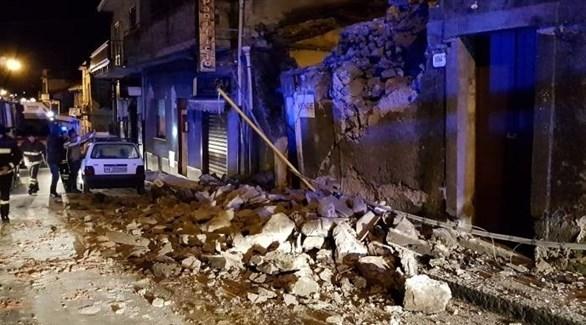 انهيار بيت في كاتانيا بسبب الزلزال (لا سيشيليا)
