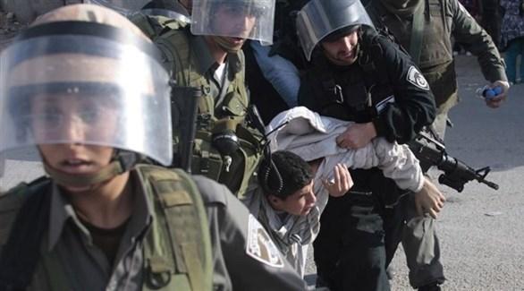 قوات الاحتلال تعتقل طفلاً في الخليل (أرشيف)
