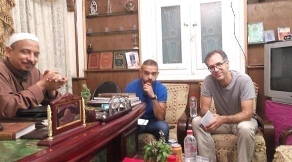 الصحفي الأمريكي ديفيد كيركباتريك مع قيادات الجماعة الإسلامية بمصر (المصدر)