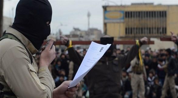 عناصر من تنظيم داعش ينفذون حكماً بالإعدا (أرشيف)