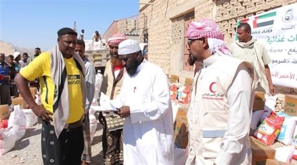 مساعدات الهلال الأحمر الإماراتي لأهالي اليمن (وام)