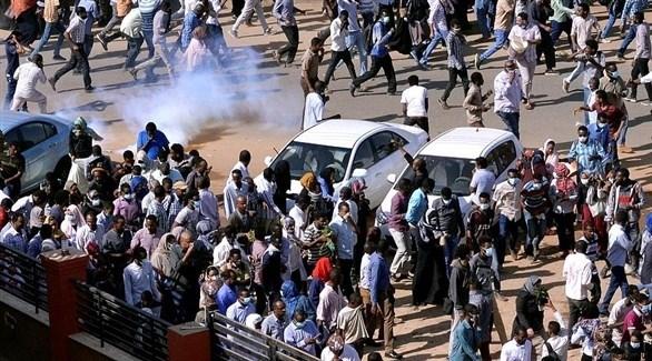قوات الأمن السودانية تفرق متظاهرين في احتجاجات مستمرة منذ أسبوع (أرشيف)