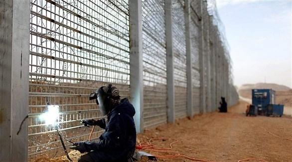بناء جدار فاصل على الحدود مع أكرانيا (أرشيف)