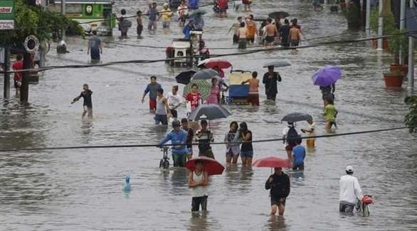 مياه تغمر الشوارع بسبب الفيضانات في الفلبين (أرشيف)