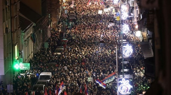 الآلاف يشاركون في احتجاج ضد الرئيس في صربيا (رويترز)