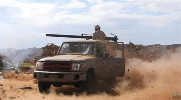 مسلح يمني يقصف هدفاً حوثياً بمدفع محمول على شاحنة خفيفة (26 سبتمبر)