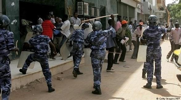 الشرطة السودانية تتصدى لمحتجين في الخرطوم (أرشيف)
