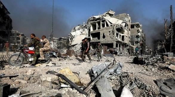 آثار قصف صاروخي سابق لمبانٍ في سوريا (رويترز)