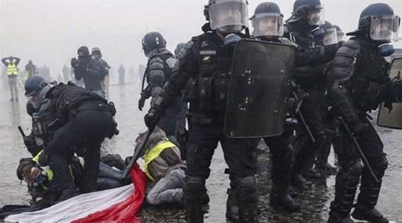 عناصر من الشرطة التركية أثناء قمع احتجاجات عمال مطار اسطنبول الجديد (أرشيف)