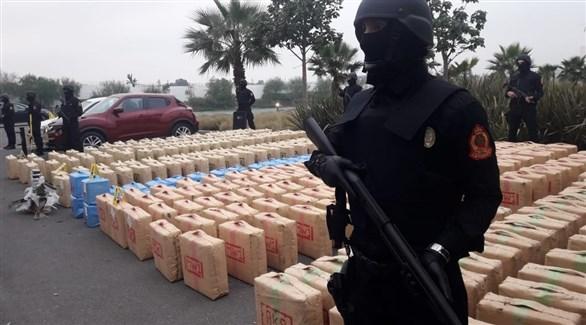 قوات خاصة مغربية تحرس طرود المخدرات المصادرة اليوم (المديرية العامة المغربية للأمن)