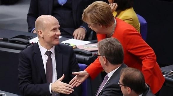 رئيس الكتلة البرلمانية للحزب المسيحي الديمقراطي والمستشارة الألمانية أنجيلا ميركل (أرشيف)