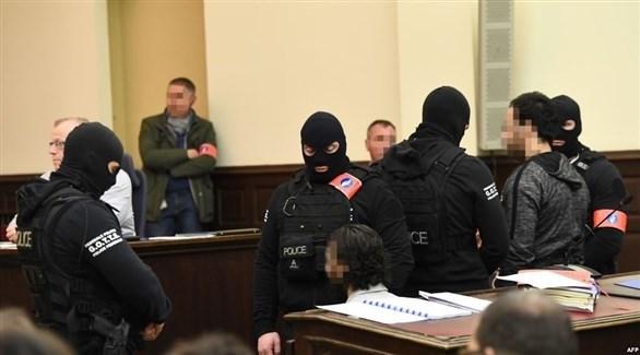 صلاح عبد السلام وسفيان عياري خلال محاكمتهما في بلجيكا (أرشيف)