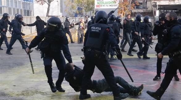 الشرطة الكتالونية تعتقل مناهضاً للفاشية في جيرونا (لافانغوارديا)