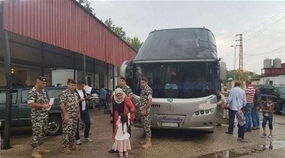 لاجئون سوريون يغادرون لبنان (أرشيف)
