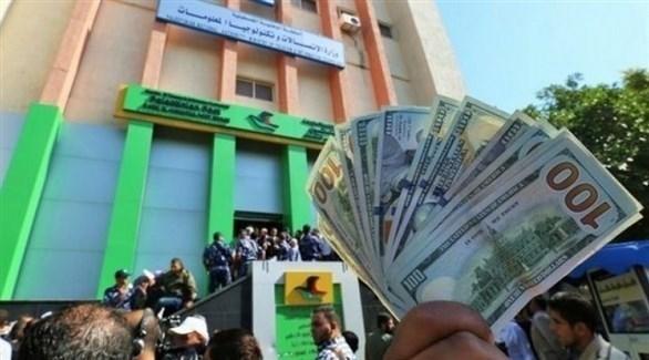 فلسطينيون يتسلمون الدفعة الأولى من الأموال في غزة (أرشيف)