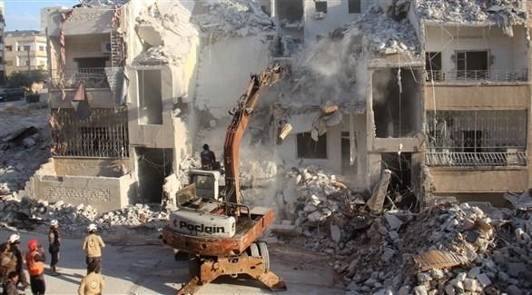 أعمال البحث عن ناجين جراء القصف والضربات في إدلب السورية (أ ف ب)