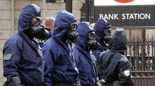 رجال أمن بريطانيين يضعون أقنعة للوقاية من غازات سامة في لندن (أرشيف)