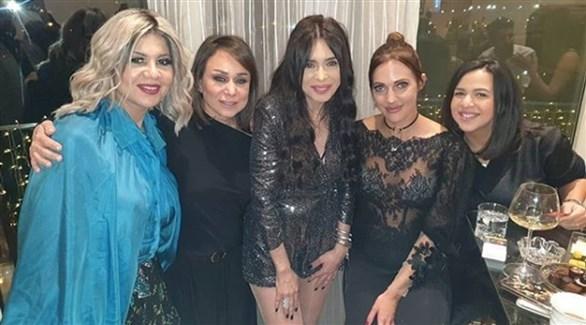 دينا مع مريم أوزرلي وإيمي سمير غانم وإنجي علي وبوسي شلبي (انستغرام)