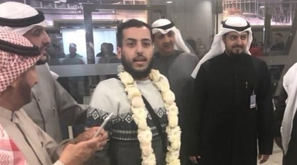 الرحالة فالح العازمي أثناء وصوله إلى الكويت (أرشيف)