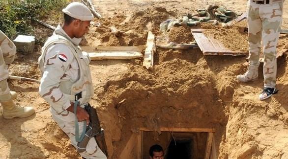 الجيش المصري يعلن مقتل 4 مسلحين واكتشاف نفق قرب غزة