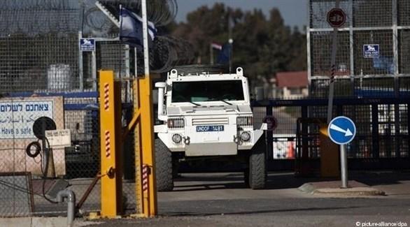 آلية تابعة لقوات اليونيفيل في الجانب الإسرائيلي من المعبر في الجولان المحتل (أرشيف)