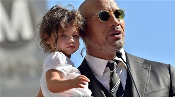 النجم دواين جونسون مع ابنته