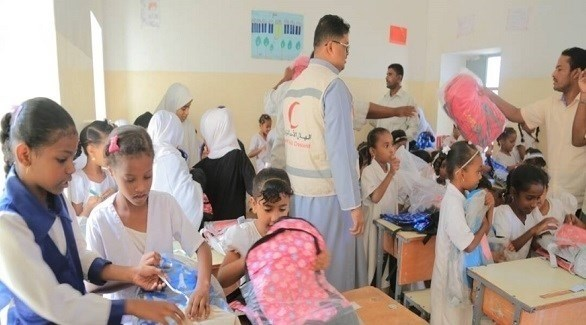 الهلال الأحمر يوزع حقائب مدرسية على الطلاب اليمنيين (أرشيف)