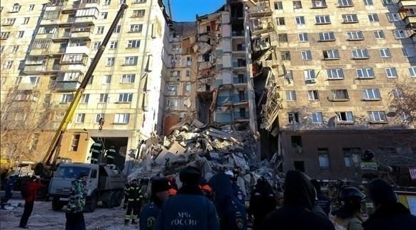 المبنى الذي تعرض لانفجار أمس في مدينة ماجينتاغورسك الروسية (تويتر)