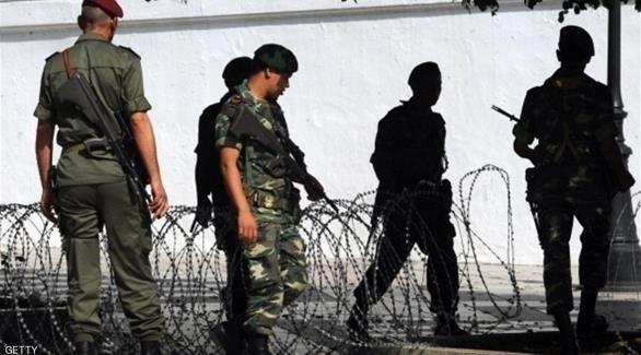 عسكريون تونسيون عند أحد الحواجز (أرشيف)