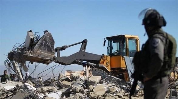 جرافة إسرائيلية تهدم منزلاً فلسطينياً (أرشيف)